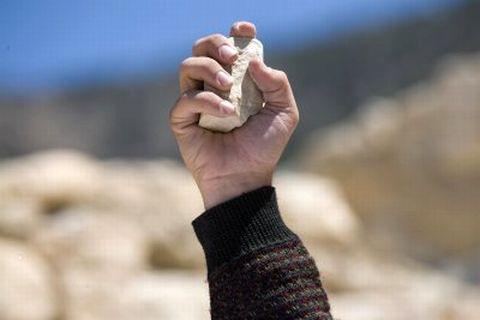 """""""Но като постоянствуваха да Го питат, Той се изправи и рече им: Който от вас е безгрешен - нека пръв хвърли камък на нея!"""""""""""